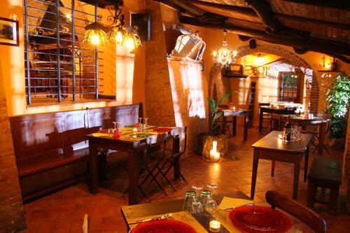 Taverna rustica arredamento arredamento rustico per for Taverna arredamento